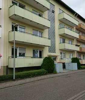 Sehr gepflegte 2 Zi. Wohnung mit Balkon, Garage und Stellplatz in Karlsruhe
