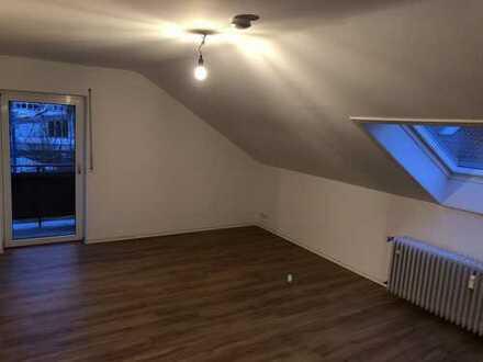 Renovierte 4-Zimmer-DG-Wohnung mit Balkon und EBK in Karlsruhe-Neureut