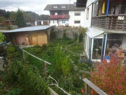 Gepflegte 2-Zimmer-EG-Wohnung mit Terrasse, Garten und EBK in Bernau am Chiemsee
