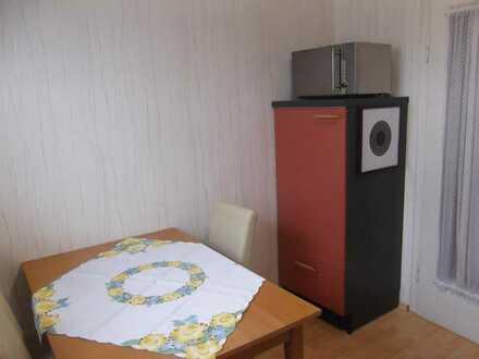 Möbeliertes WG-Zimmer in frisch renovierter 3er WG