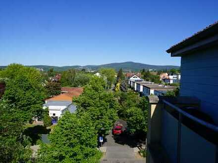 Exklusive, gepflegte 3-Zimmer-Dachgeschosswohnung mit Balkon und EBK in Eschborn