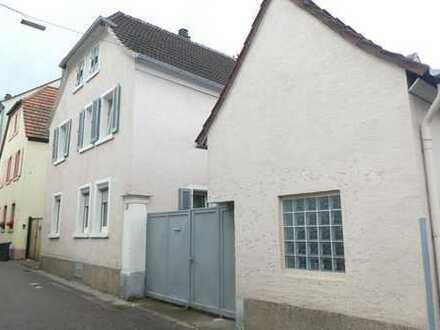 ++ Wohnhaus mit kleinem Hof und Nebengebäude in ruhiger Wohnlage! ++