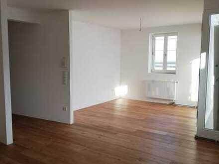 Historisch Wohnen im Zentrum Landshuts - helle, freundliche 3-Zimmer-Wohnung mit Loggia