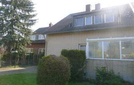 Köln-Vogelsang: Einfamilienhaus (mit 2 Wohnungen) auf Traumgrundstück