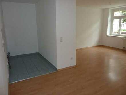 Klein - Fein - Mein! - Süße 1-Raum mit Laminat in Hilbersdorf (EBK mgl.)