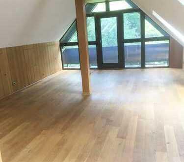 Großzügige DG-Wohnung im Loftstil in Frankfurt-Nieder Eschbach/Bonames