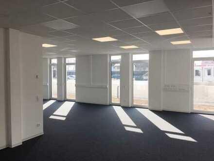 Attraktive Büro- / Praxis- / Gewerbeflächen im Erdgeschoss, Neubau, flexible Raumaufteilung