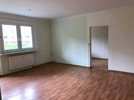 08412! 4 Zi.-Wohnung - 1. OG Südbalkon! Helle Wohnung im Grünen mit Stellplatz!