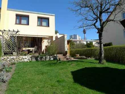 Familienfreundliches Wohnen - Reiheneckhaus mit Garage und schön angelegtem Garten