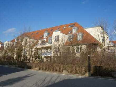 Wunderschöne 1-Zimmer-Wohnung mit Dachterrassen-Balkon In Dresden Weißig
