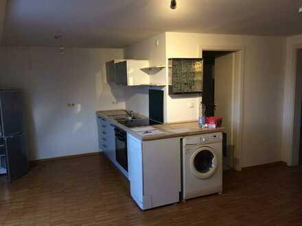 2 Zimmer DG - Whg. mit Küche, Badewanne/ WC ca. 40 qm Provisionsfrei