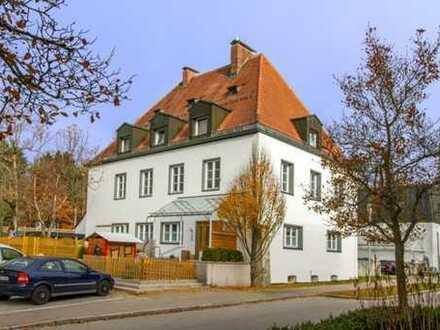 907 €, 121 m², Charmante 4 Zimmer Wohnung im OG der historischen Post