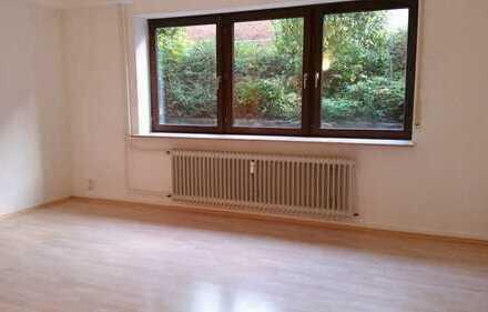 Helle 1,5 Zimmer Souterrainwohnung mit großem Fenster
