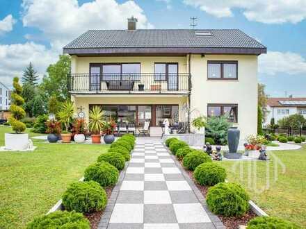 Traumhafter Luxus: Exklusives EFH mit Designer-Inneneinrichtung und parkartig gestaltetem Garten