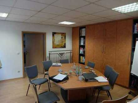 08_IB3592 Gewerbeanwesen mit mehreren Hallen und Bürotrakt / ca. 20 km nördlich von Regensburg