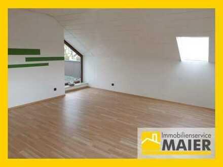 Gesucht-Gefunden-Gemietet. Dachgeschosswohnung mit Balkon und Einbauküche!