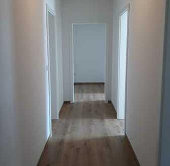 Erstvermietung nach Renovierung: 3 Zimmer-Wohnung im 1. OG