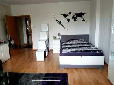 Untervermietung!!Exklusive, geräumige und gepflegte 1-Zimmer-Terrassenwohnung mit EBK in Düsseldorf