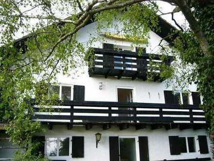 Provisionsfreie Wohnung, Südlage und Balkon in ausgebautem Bauernhaus in Monatshausen/Tutzing