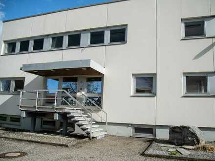 Bürogebäude mit Produktions- und Lagerhalle