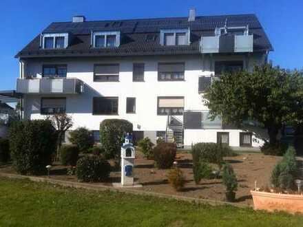 Gepflegte 3,5-Zimmer-DG-Wohnung mit Einbauküche in Erlangen