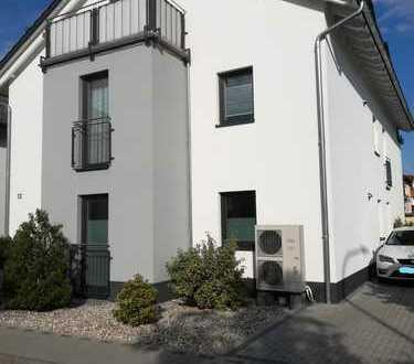 Neuwertige 3-Zimmer-EG-Wohnung mit großzügiger Terrasse und Einbauküche in Obertshausen