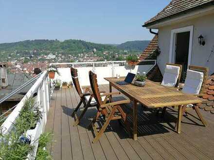 Sanierte Dachgeschosswohnung mit dreieinhalb Zimmern sowie Balkon und Einbauküche in Murrhardt