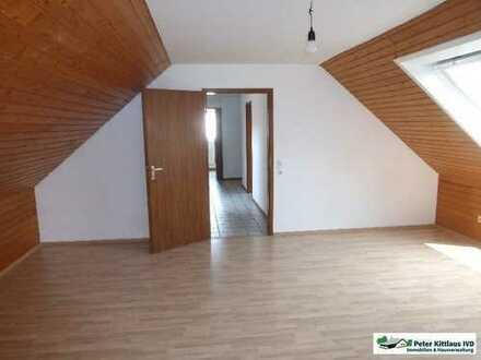 Troisdorf/City: gemütliches DG-Apartment mit Einbauküche - in ruhiger Lage!