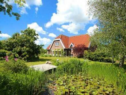 Massiv erbautes Architekten-Haus mit herrlichem Garten. Pferdehaltung möglich.