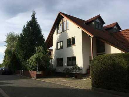 Vollständig renovierte 2,5-Zimmer-DG-Wohnung mit Balkon in Erlangen-Dechsendorf