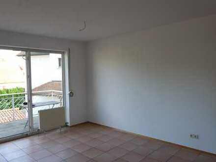 Renovierierte 2-Zimmer-Wohnung mit Balkon und Einbauküche in Mühlhofen
