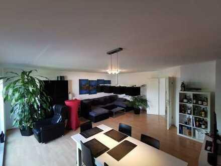 Schöne, geräumige drei Zimmer Wohnung in Rheinisch-Bergischer Kreis, Bergisch Gladbach