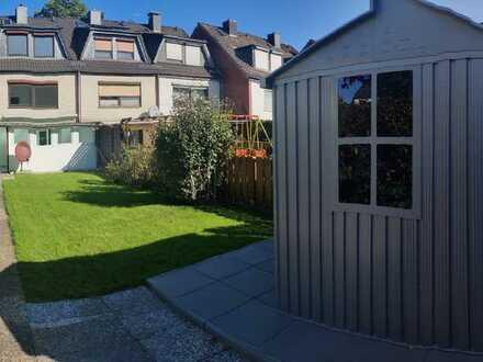 Erstbezug nach Sanierung mit EBK: attraktives Reihenhaus mit vier Zimmern in Osterholz, Bremen