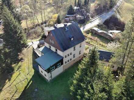Miteigentum (50%) an einem in malerischer Idylle gelegenen Mehrfamilienhaus mit Garage & ca. 6.000m²