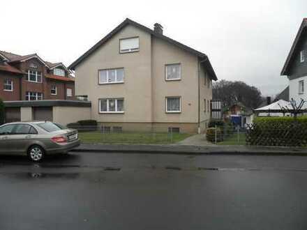 Gepflegtes 3-Fam.-Haus mit Doppelgarage in zentraler Grün-Wohnlage von Bergisch Gladbach-Schildgen