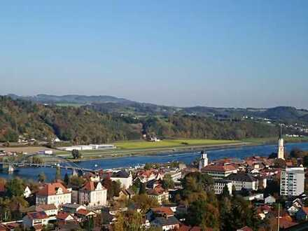 Beste Aussichten: 7-Zi-Wohnung OG+DG mit Terrasse, EBK, 2 Balkone in Vilshofener Traumlage