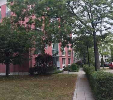 Helle 3-Zimmer-Wohnung mit Balkon und EBK im grünen Berlin-Buckow