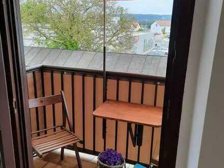 Vollständig renovierte 2-Zimmer-Wohnung mit Balkon und Einbauküche in Maxhütte-Haidhof