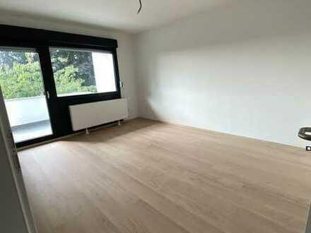 ERSTBEZUG n. Sanierung - 2-Zi.-Whg. 1. OG + Balkon + Garage (all incl. auch Garage: EUR 570,00 WARM)