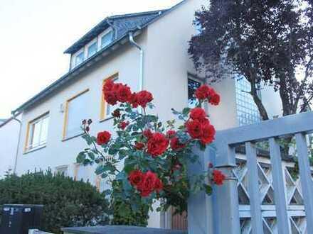 Große und helle 5 Zimmerwohnung mit Balkon und Gartennutzung