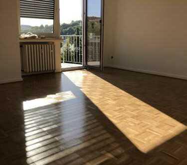 Modernisierte, helle 4-Zimmer-Wohnung mit Balkon in Wachtberg