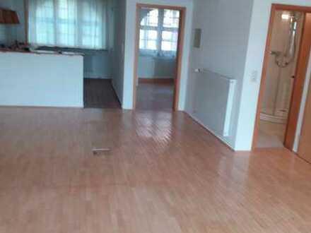 Freundliche, modernisierte 2-Zimmer-EG-Altbauwohnung mit Südterrasse in Domnähe