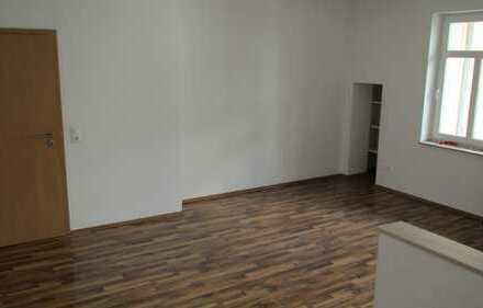 ***Schöne 4-Raumwohnung in Stadtteil Gablenz, mit Balkon und Eckbadewanne !!***