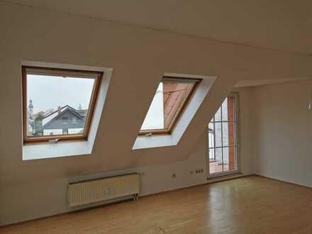 Von Privat: Lichtdurchflutete helle Maisonette-Wohnung