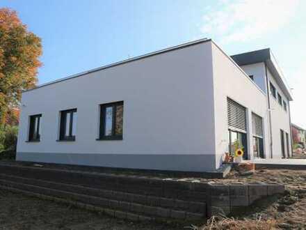 Kirchlengern - komfortable 4 Zi. Penthouse-Wohnung m. traumhafter Dach-Terrasse in einem 3-Fam.-Haus