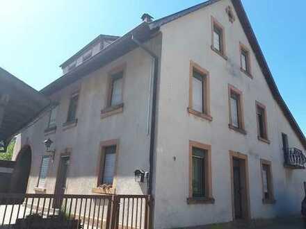 Wohnhaus mit Scheune
