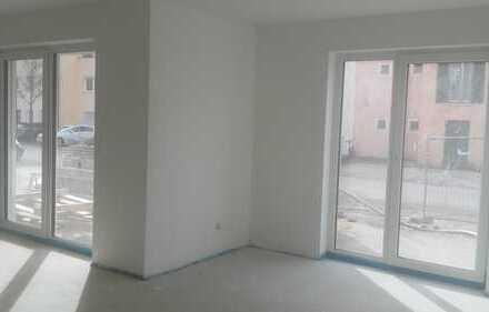 Lichtdurchflutete, barrierefreie 2-Zimmer-Wohnung: Terrasse und kleiner Garten – Neubau/ Erstbezug