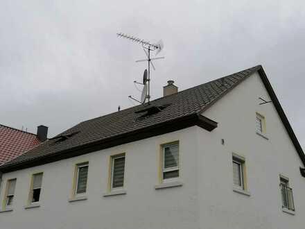 Zweifamilienhaus in ruhiger Lage und großer Dachterrasse