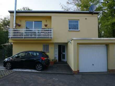 Alternative zum Haus? Zwei Erdgeschosswohnungen mit großem Grundstück und Garage!!!
