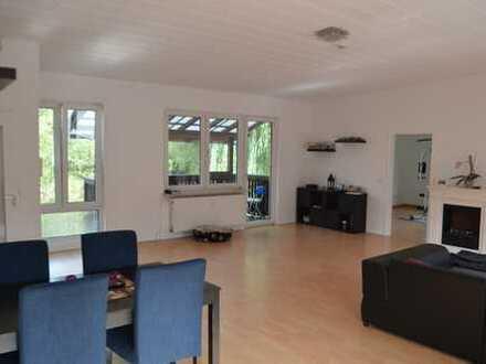 Modernisierte 3 Zimmer Wohnung mit Einbauküche und Balkon - für Naturliebhaber